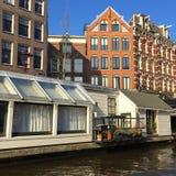 Casa en el agua en Amsterdam Foto de archivo