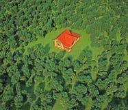 Casa en el bosque Imagen de archivo libre de regalías