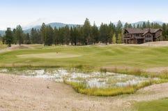 Casa en el campo de golf Fotos de archivo libres de regalías