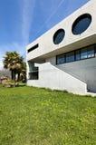 Casa en el cemento, al aire libre fotos de archivo libres de regalías