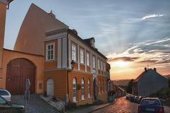 Casa en el distrito judío de la ciudad Boskovice en la puesta del sol Imágenes de archivo libres de regalías