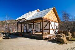 Casa en el estilo alpino Fotografía de archivo libre de regalías