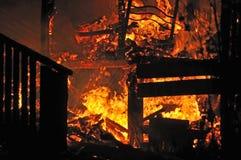 Casa en el fuego Imagenes de archivo