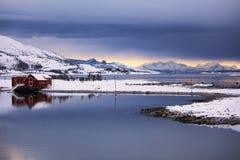 Casa en el invierno fotografía de archivo libre de regalías