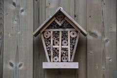Casa en el jardín, protección para los insectos, hote del insecto de los insectos Foto de archivo
