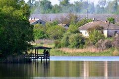 Casa en el lago Fotos de archivo libres de regalías