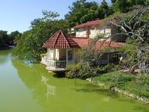 Casa en el lago en la playa de Varadero Fotos de archivo libres de regalías