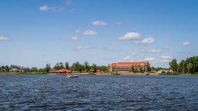 Casa en el paisaje Polonia del lago Imagen de archivo