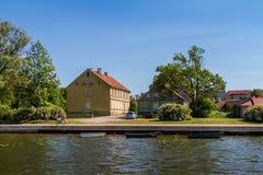 Casa en el paisaje Polonia del lago Fotos de archivo