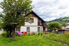 Casa en el pueblo de Capathians Fotos de archivo libres de regalías