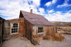 Casa en el pueblo fantasma de Bodie Imagenes de archivo