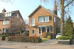Casa en el suburbio. Imágenes de archivo libres de regalías