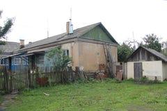 Casa en la aldea fotos de archivo