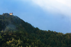 Casa en la colina Fotografía de archivo libre de regalías