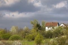 Casa en la colina imagen de archivo libre de regalías