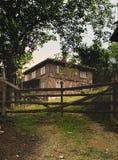 Casa en la colina Imagenes de archivo