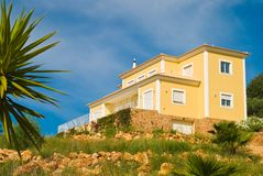 Casa en la colina foto de archivo