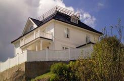 Casa en la colina Fotos de archivo libres de regalías