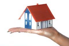 Casa en la mano Foto de archivo libre de regalías