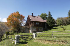 Casa en la montaña Foto de archivo libre de regalías