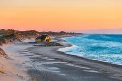 Casa en la playa cerca de Gammel Skagen Foto de archivo libre de regalías