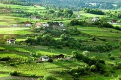 Casa en las colinas verdes Foto de archivo libre de regalías