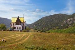 Casa en las montañas. fotos de archivo libres de regalías