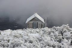 Casa en las montañas Imágenes de archivo libres de regalías
