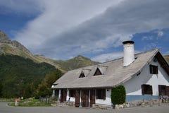 Casa en las montañas Fotografía de archivo libre de regalías