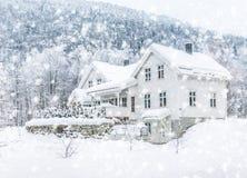 Casa en las montañas Imagen de archivo