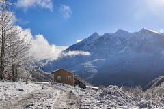 Casa en las montañas Fotos de archivo libres de regalías