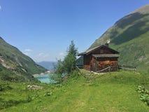 Casa en las montañas Imagen de archivo libre de regalías