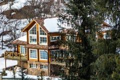 Casa en las montañas Imagenes de archivo