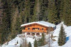 Casa en las montañas, el Tirol Foto de archivo