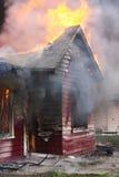 Casa en llama fotografía de archivo libre de regalías