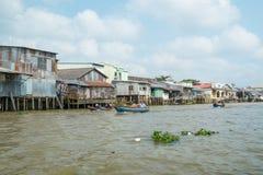 Casa en los bancos del río Mekong, Vietnam Foto de archivo libre de regalías
