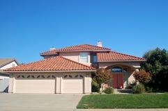 Casa en los suburbios Imagen de archivo