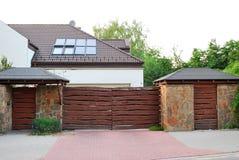 Casa en los suburbios fotos de archivo libres de regalías