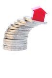 Casa en monedas Imagen de archivo libre de regalías