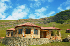Casa en montañas Foto de archivo libre de regalías