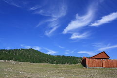 Casa en montañas Imagenes de archivo