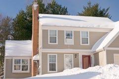 Casa en nieve profunda del invierno Fotografía de archivo libre de regalías