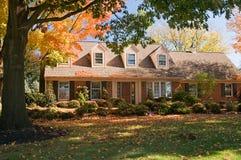 Casa en otoño Foto de archivo libre de regalías