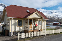 Casa en Seydisfjordur, Islandia Foto de archivo libre de regalías