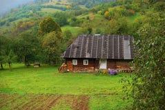 Casa en ucraniano Cárpatos Imágenes de archivo libres de regalías