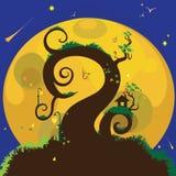 Casa en un árbol debajo de la luna Foto de archivo