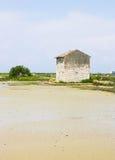 Casa en un paisaje de la salina Fotografía de archivo libre de regalías