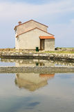 Casa en un paisaje de la salina Fotografía de archivo