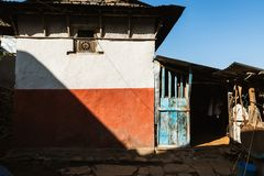 Casa en un pueblo en Nepal Foto de archivo libre de regalías