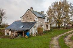 Casa en una granja Imágenes de archivo libres de regalías